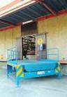 Banchina di carico autoportante inclinata completa di rampa di raccordo e vano sponda automezzo