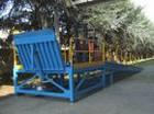 Banchina metallica modulare dotata di Rampa di raccordo con azionamento manuale mediante pompa oleodinamica e Rampa di accesso alla banchina